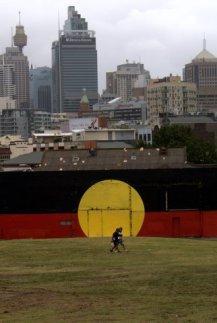 A bandeira aborígene, reconhecida como bandeira oficial do país