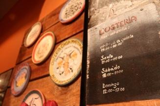 Os Pratos da Boa Lembrança na entrada do L'Osteria