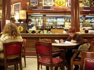 Uma parada para um café no tradicional Café Tortoni