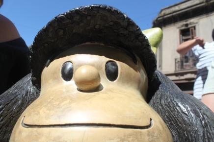 Mafalda materializada no bairro de San Telmo, em Buenos Aires