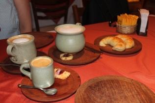 Café decente (raro em Buenos Aires!) e media lunas perfeitas no Las Cortaderas